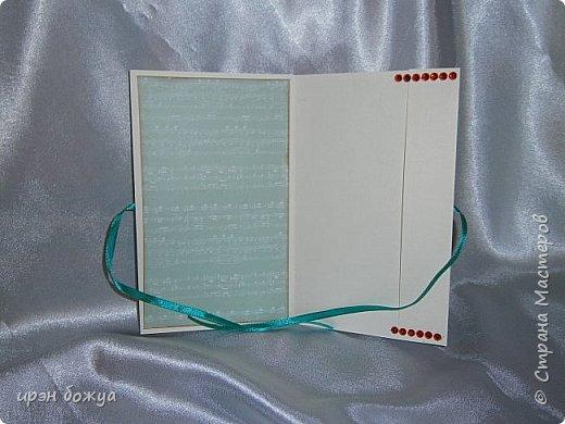 Это открытка родилась спонтанно и сделана была на одном дыхании. В основе восьмерки были использованы две заготовки поздравительных розеток, которые я делала как образец для сестры на день медика. Эти заготовки ей не понравились и я сделала ей другие- разноцветные http://stranamasterov.ru/node/934580 . А эти остались в закромах хомяка. Пока делала подарки для сына и мужа на 8 марта, они попались мне на глаза, причем сами легли в цифру 8. И тут хомяка понесло.... фото 5