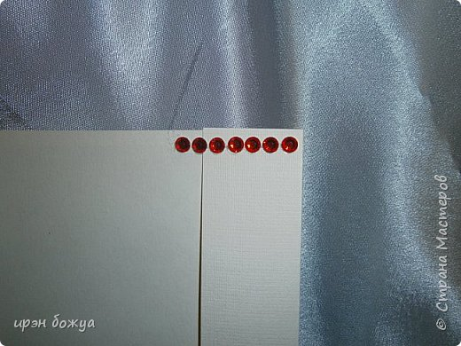 Это открытка родилась спонтанно и сделана была на одном дыхании. В основе восьмерки были использованы две заготовки поздравительных розеток, которые я делала как образец для сестры на день медика. Эти заготовки ей не понравились и я сделала ей другие- разноцветные http://stranamasterov.ru/node/934580 . А эти остались в закромах хомяка. Пока делала подарки для сына и мужа на 8 марта, они попались мне на глаза, причем сами легли в цифру 8. И тут хомяка понесло.... фото 7