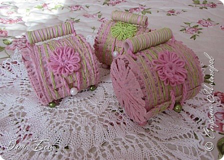 """Всем здравствуйте! Весеннего настроения! Вот такие весенние подарочки смастерили девочкам в школе на 8 марта! Цветные нитки, клей ПВА, бусины цветочки в технике """"тенерифе"""". А форма - консервная банка из-под сгущёнки:) фото 1"""