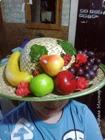 Задали крестнице в детском саду задание: сделать соломенную шляпу с фруктами для выступления на утреннике, в честь 8 Марта, ну и я, как настоящая мать не смогла отказать )) А вам судить. фото 1