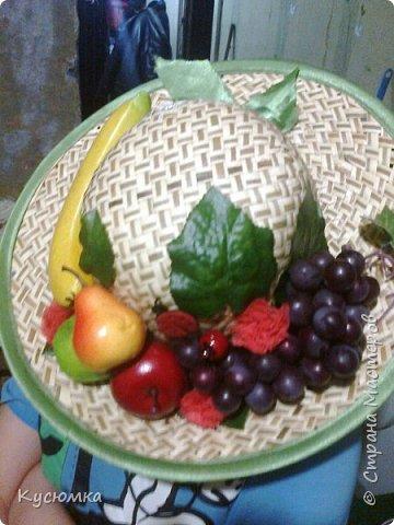 Задали крестнице в детском саду задание: сделать соломенную шляпу с фруктами для выступления на утреннике, в честь 8 Марта, ну и я, как настоящая мать не смогла отказать )) А вам судить. фото 2