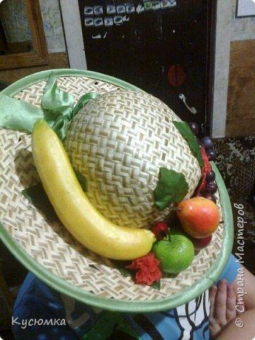 Задали крестнице в детском саду задание: сделать соломенную шляпу с фруктами для выступления на утреннике, в честь 8 Марта, ну и я, как настоящая мать не смогла отказать )) А вам судить. фото 3