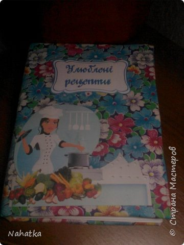 Такие подарочки на 8 Марта получили в этом году мои мама и свекровь. Вещи банальные,но нужные, к тому же подаренные в необычном виде.Идею корзинки с полотенцами в виде фруктов )клубники, груш, яблок, вишни) увидела  в интернете. Вот у меня получился виноград. Внутри каждой виноградинки  конфетка. фото 8