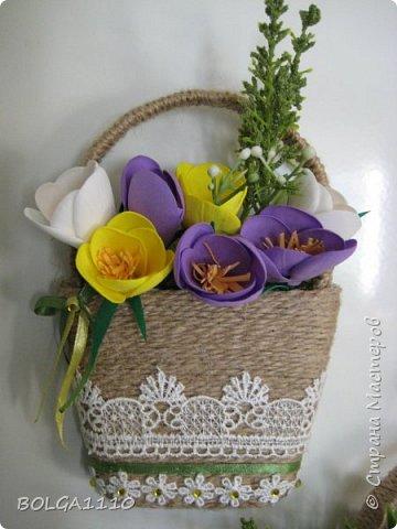 В стране появилось много магнитиков в форме корзинок с цветами.Я решила сделать свой вариант,а заодно попробовать делать цветы из фома.Представляю на ваш суд мой первый опыт. фото 2