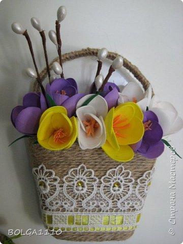 В стране появилось много магнитиков в форме корзинок с цветами.Я решила сделать свой вариант,а заодно попробовать делать цветы из фома.Представляю на ваш суд мой первый опыт. фото 3