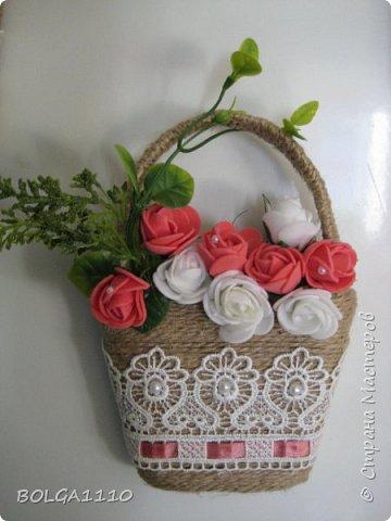 В стране появилось много магнитиков в форме корзинок с цветами.Я решила сделать свой вариант,а заодно попробовать делать цветы из фома.Представляю на ваш суд мой первый опыт. фото 4