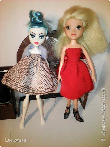 Всем привет.Меня зовут Аня более известная как про100 Анютка.Я решила изменить страничку в стране мастеров. Где-то 3 месяца назад я поняла что куклы меня не интересуют и сложила всё в коробку,но примерно через месяц мы с мамой уберались и я нашла эту коробку.Я достала из неё кукол и поняла что кукломания это не излечимо.Я начала опять что-то шить и мастерить для кукол.Но вдруг вспомнила что есть страна мастеров.Я зашла сюда посмотрела свои старые работы и поняла что надо всё менять.Удалила все свои блоги и информацию о себе и начала жить с новой страничкой и новым именем - теперь я Limonna.А сегодня родители купили мне куклу.Она шарнирная подделка под монстер хай.Назвала её Мэйбл.И так смотрите мой блог.Кстати всё шила и вязала сама,но это только маленькая часть  фото 9