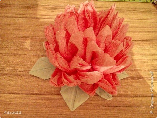 Увидела видео в одноклассниках как сделать цветок из салфеток. Очень понравилось, решила повторить. Вот что у меня получилось. фото 1