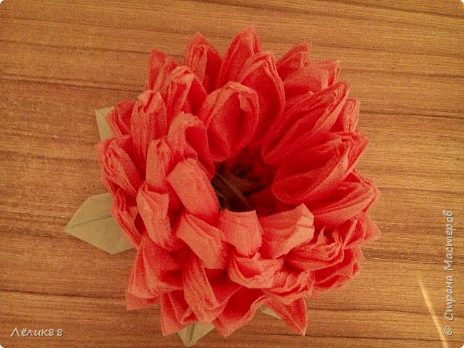 Увидела видео в одноклассниках как сделать цветок из салфеток. Очень понравилось, решила повторить. Вот что у меня получилось. фото 2