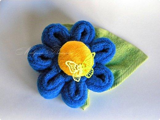 Цветок из полотенец. Для его изготовления понадобилось: полотенце (50*90 см) - 1 шт., полотенце (30*30 см) - 1 шт., салфетка махровая (25*25 см) - 1 шт. фото 1