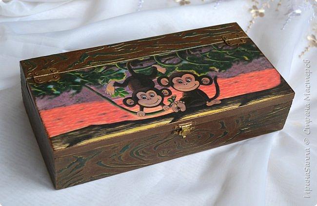 У народа цветочки, а у меня обезьяны никак не кончатся ((( Заказ. Молодой человек попросил для своей любимой тетушки сделать шкатулку. Картинку выбрал сам: они оба родились в год Обезьяны. Никакие мои уговоры насчет цветочков не прокатили ((( Да, и браш категорически был отвергнут (((  фото 1