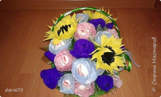 на фото розы синие, на самом деле они фиолетовые фото 3