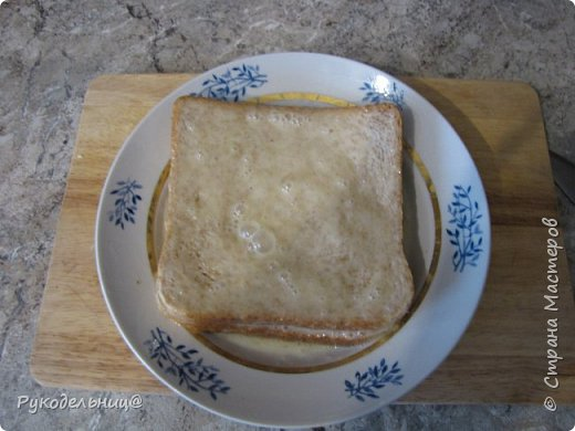 Всем добрый вечер. Предлагаю вам рецепт для вкусного завтрака. Этот рецепт не помню, где подсмотрела. Там он назывался испанский сэндвич, не знаю почему, может такие готовят в Испании. Готовлю его по воскресным дням, но иногда такое дети просят на даче, как перекус в полдник. На свежем воздухе всё вкуснее.  фото 5