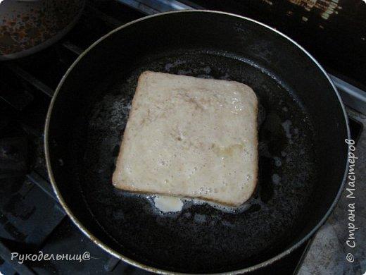 Всем добрый вечер. Предлагаю вам рецепт для вкусного завтрака. Этот рецепт не помню, где подсмотрела. Там он назывался испанский сэндвич, не знаю почему, может такие готовят в Испании. Готовлю его по воскресным дням, но иногда такое дети просят на даче, как перекус в полдник. На свежем воздухе всё вкуснее.  фото 6
