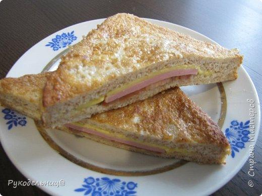 Всем добрый вечер. Предлагаю вам рецепт для вкусного завтрака. Этот рецепт не помню, где подсмотрела. Там он назывался испанский сэндвич, не знаю почему, может такие готовят в Испании. Готовлю его по воскресным дням, но иногда такое дети просят на даче, как перекус в полдник. На свежем воздухе всё вкуснее.  фото 1