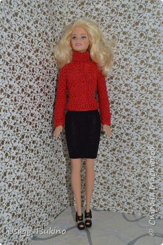 Добрый вечер, Страна Мастеров! В моем куклосемействе появилась новая куколка. Это Барби, 2015 года выпуска. Она не шарнирная, но я в полном восторге от ее качества. Раньше я избегала кукол Барби, даже сама не знаю почему? Но, когда купила эту малышку, то вдохновение сразу пришло, и я просто не могу остановится. Все вяжу ей и вяжу. Даже остальные девочки загрустили, что я их отодвинула в сторону. Вот, что пока я хочу вам показать. Шапочка и шарф, пальто и штанишки. Вязалось это еще в январе, так что наряд тогда был актуальным. фото 8