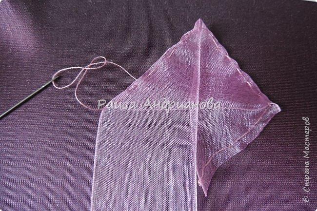 Пышный цветок из органзы. Понадобится: органза( ширина 4см) , ткань( основа для вышивки), нитки. фото 5