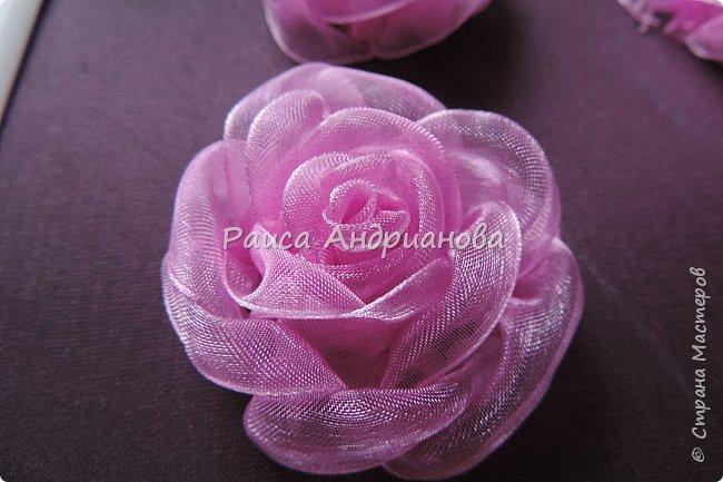Пышный цветок из органзы. Понадобится: органза( ширина 4см) , ткань( основа для вышивки), нитки. фото 9