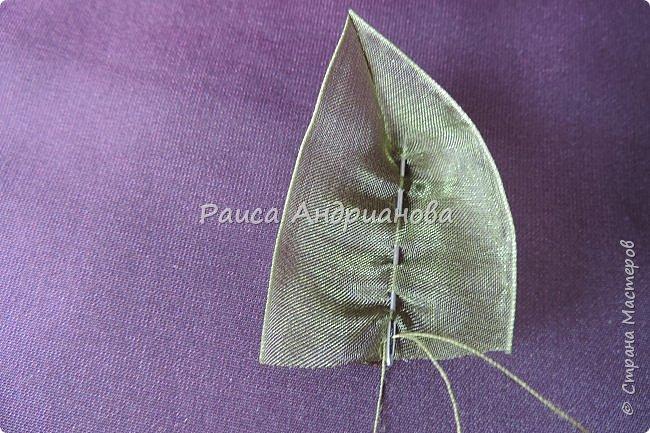 Пышный цветок из органзы. Понадобится: органза( ширина 4см) , ткань( основа для вышивки), нитки. фото 12