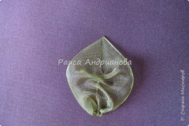 Пышный цветок из органзы. Понадобится: органза( ширина 4см) , ткань( основа для вышивки), нитки. фото 14