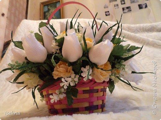 Девочки мои дорогие!!!  Мастерицы!   Делясь своими творениями, хочу поздравить с наступившим праздником Весны всех нас!!!  Пусть весной желания сбываются, От души звучат слова красивые, Как цветы, пусть в сердце распускаются Чувства и мечты неповторимые! Радостным пусть будет настроение От улыбок, доброго внимания, Подарит праздник вдохновение, Комплименты, нежные признания! Подготовка к 8 Марта шла очень оперативно и бессонно... Подарков пришлось сделать ОЧЕНЬ много! Всеми творениями досаждать Вам не буду, а некоторыми поделюсь. Выкладываю ЦЕНТРОВЫЕ )) Остальные подарки были сделаны по их типу. фото 3