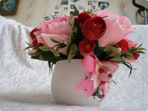 Девочки мои дорогие!!!  Мастерицы!   Делясь своими творениями, хочу поздравить с наступившим праздником Весны всех нас!!!  Пусть весной желания сбываются, От души звучат слова красивые, Как цветы, пусть в сердце распускаются Чувства и мечты неповторимые! Радостным пусть будет настроение От улыбок, доброго внимания, Подарит праздник вдохновение, Комплименты, нежные признания! Подготовка к 8 Марта шла очень оперативно и бессонно... Подарков пришлось сделать ОЧЕНЬ много! Всеми творениями досаждать Вам не буду, а некоторыми поделюсь. Выкладываю ЦЕНТРОВЫЕ )) Остальные подарки были сделаны по их типу. фото 10