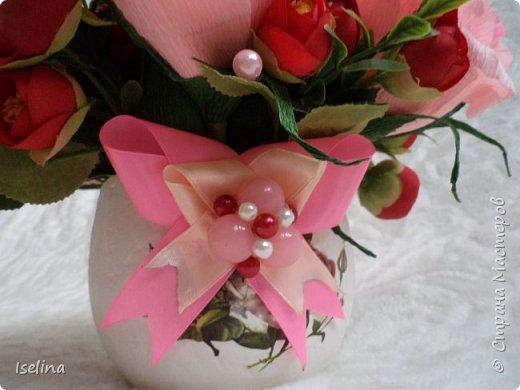 Девочки мои дорогие!!!  Мастерицы!   Делясь своими творениями, хочу поздравить с наступившим праздником Весны всех нас!!!  Пусть весной желания сбываются, От души звучат слова красивые, Как цветы, пусть в сердце распускаются Чувства и мечты неповторимые! Радостным пусть будет настроение От улыбок, доброго внимания, Подарит праздник вдохновение, Комплименты, нежные признания! Подготовка к 8 Марта шла очень оперативно и бессонно... Подарков пришлось сделать ОЧЕНЬ много! Всеми творениями досаждать Вам не буду, а некоторыми поделюсь. Выкладываю ЦЕНТРОВЫЕ )) Остальные подарки были сделаны по их типу. фото 11