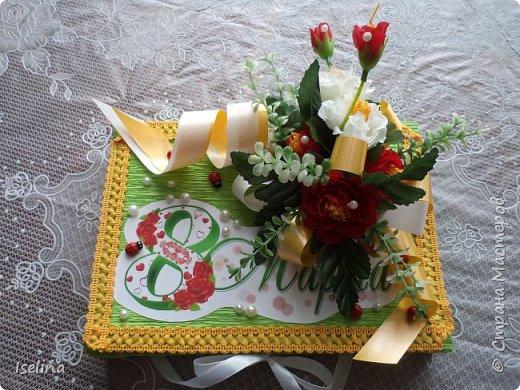 Девочки мои дорогие!!!  Мастерицы!   Делясь своими творениями, хочу поздравить с наступившим праздником Весны всех нас!!!  Пусть весной желания сбываются, От души звучат слова красивые, Как цветы, пусть в сердце распускаются Чувства и мечты неповторимые! Радостным пусть будет настроение От улыбок, доброго внимания, Подарит праздник вдохновение, Комплименты, нежные признания! Подготовка к 8 Марта шла очень оперативно и бессонно... Подарков пришлось сделать ОЧЕНЬ много! Всеми творениями досаждать Вам не буду, а некоторыми поделюсь. Выкладываю ЦЕНТРОВЫЕ )) Остальные подарки были сделаны по их типу. фото 14
