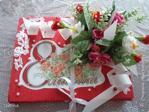 Девочки мои дорогие!!!  Мастерицы!   Делясь своими творениями, хочу поздравить с наступившим праздником Весны всех нас!!!  Пусть весной желания сбываются, От души звучат слова красивые, Как цветы, пусть в сердце распускаются Чувства и мечты неповторимые! Радостным пусть будет настроение От улыбок, доброго внимания, Подарит праздник вдохновение, Комплименты, нежные признания! Подготовка к 8 Марта шла очень оперативно и бессонно... Подарков пришлось сделать ОЧЕНЬ много! Всеми творениями досаждать Вам не буду, а некоторыми поделюсь. Выкладываю ЦЕНТРОВЫЕ )) Остальные подарки были сделаны по их типу. фото 22