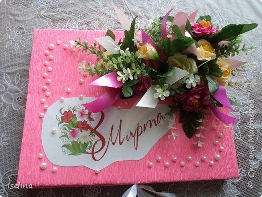 Девочки мои дорогие!!!  Мастерицы!   Делясь своими творениями, хочу поздравить с наступившим праздником Весны всех нас!!!  Пусть весной желания сбываются, От души звучат слова красивые, Как цветы, пусть в сердце распускаются Чувства и мечты неповторимые! Радостным пусть будет настроение От улыбок, доброго внимания, Подарит праздник вдохновение, Комплименты, нежные признания! Подготовка к 8 Марта шла очень оперативно и бессонно... Подарков пришлось сделать ОЧЕНЬ много! Всеми творениями досаждать Вам не буду, а некоторыми поделюсь. Выкладываю ЦЕНТРОВЫЕ )) Остальные подарки были сделаны по их типу. фото 25