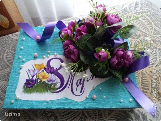 Девочки мои дорогие!!!  Мастерицы!   Делясь своими творениями, хочу поздравить с наступившим праздником Весны всех нас!!!  Пусть весной желания сбываются, От души звучат слова красивые, Как цветы, пусть в сердце распускаются Чувства и мечты неповторимые! Радостным пусть будет настроение От улыбок, доброго внимания, Подарит праздник вдохновение, Комплименты, нежные признания! Подготовка к 8 Марта шла очень оперативно и бессонно... Подарков пришлось сделать ОЧЕНЬ много! Всеми творениями досаждать Вам не буду, а некоторыми поделюсь. Выкладываю ЦЕНТРОВЫЕ )) Остальные подарки были сделаны по их типу. фото 18