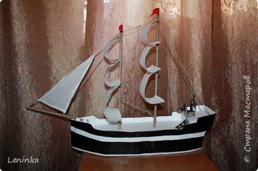 Вот такой кораблик я сделала на 23 февраля старшему сыночке! Ребенок был в восторге! В него положила подарок, сын не сразу нашел.У многих мастериц есть лучше выполненные корабли, но я только учусь и прошу строго меня не судить. фото 1