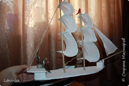 Вот такой кораблик я сделала на 23 февраля старшему сыночке! Ребенок был в восторге! В него положила подарок, сын не сразу нашел.У многих мастериц есть лучше выполненные корабли, но я только учусь и прошу строго меня не судить. фото 8