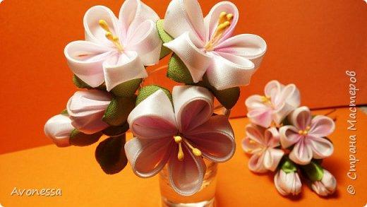 Цветы из лент:двойной лепесток из одного квадрата.Шпилька Канзаши