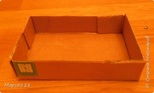 Одного пусть и двуспального дивана куколкам показалось мало, (тем более, что число их, вопреки моему твердому решению, все еще растет). И я решила порадовать наших маленьких жительниц еще одним спальным местом. Основную идею я почерпнула у Timofeevna (http://stranamasterov.ru/node/303330). Кое-какие мелкие детали я немного изменила, так, что решила, что выложить весь процесс в виде МК будет не лишним фото 16