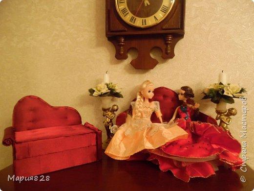Одного пусть и двуспального дивана куколкам показалось мало, (тем более, что число их, вопреки моему твердому решению, все еще растет). И я решила порадовать наших маленьких жительниц еще одним спальным местом. Основную идею я почерпнула у Timofeevna (http://stranamasterov.ru/node/303330). Кое-какие мелкие детали я немного изменила, так, что решила, что выложить весь процесс в виде МК будет не лишним фото 23