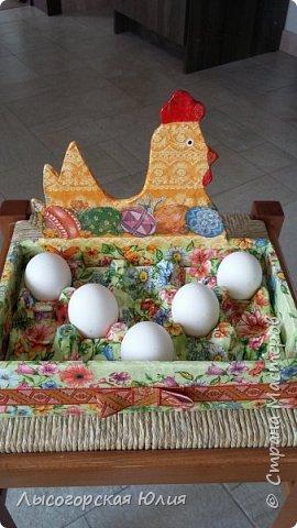 Всем здравствуйте!!!  Заняла меня курино-яичная тема и решила сделать себе ящичек для крашеных  яиц, которые на Пасху понесу в храм освящать. Это моя так называемая альтернатива плетеным курочкам-корзиночкам))) В фотосессии пока участвуют обычные белые яйца.  фото 2