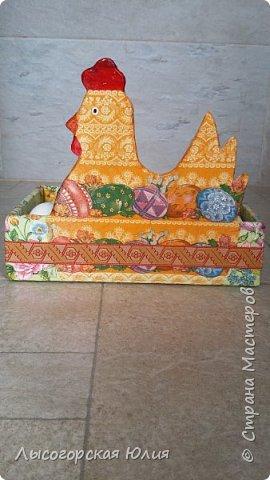 Всем здравствуйте!!!  Заняла меня курино-яичная тема и решила сделать себе ящичек для крашеных  яиц, которые на Пасху понесу в храм освящать. Это моя так называемая альтернатива плетеным курочкам-корзиночкам))) В фотосессии пока участвуют обычные белые яйца.  фото 3