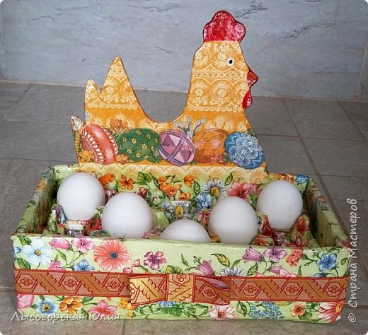 Всем здравствуйте!!!  Заняла меня курино-яичная тема и решила сделать себе ящичек для крашеных  яиц, которые на Пасху понесу в храм освящать. Это моя так называемая альтернатива плетеным курочкам-корзиночкам))) В фотосессии пока участвуют обычные белые яйца.  фото 6