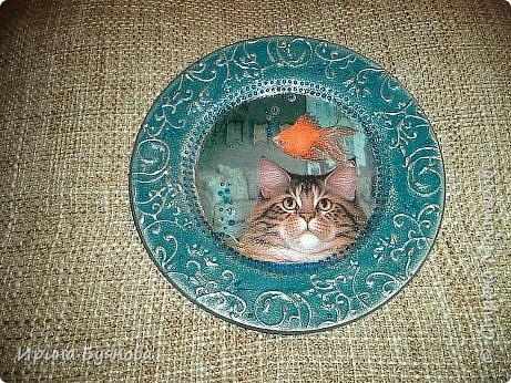 Очень люблю декорировать тарелочки!!! Они для меня, как полигон для изучения разных техник.  фото 4