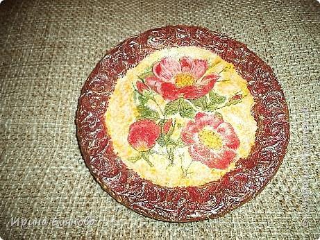 Очень люблю декорировать тарелочки!!! Они для меня, как полигон для изучения разных техник.  фото 10