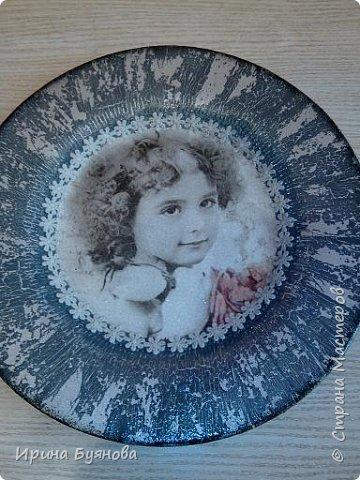 Очень люблю декорировать тарелочки!!! Они для меня, как полигон для изучения разных техник.  фото 23