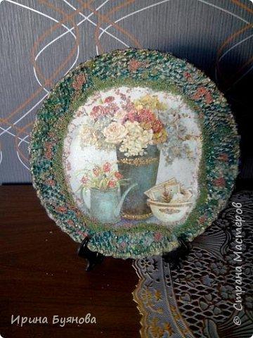 Очень люблю декорировать тарелочки!!! Они для меня, как полигон для изучения разных техник.  фото 24