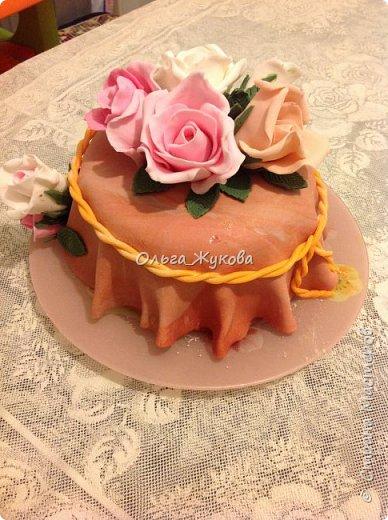 Тортик Китти на день рождения.  Покрытие торта и фигурка из сахарной мастики. фото 7