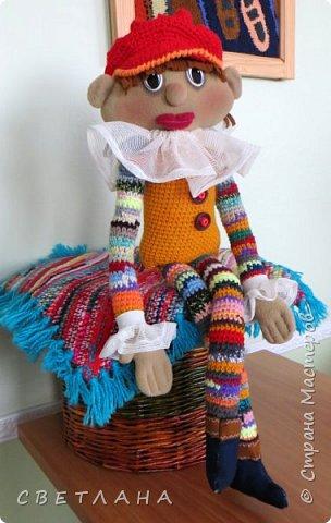 Сегодня я хочу познакомить вас  с  новеньким персонажем. который будет жить в  моем рабочем кабинете. Интрерьерная  кукла - петрушка. фото 1