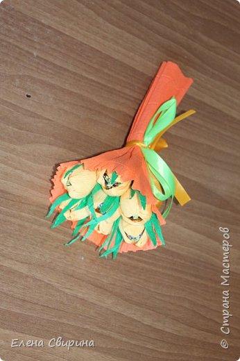 Добрый день. Долго думала чем удивить своих родных и друзей на 8е марта. Просмотрев много МК, решила сделать конфетные букетики. Прошу строго не судить- это мой первый опыт. Крутить цветочки мне понравилось. Буду совершенствоваться.  фото 6