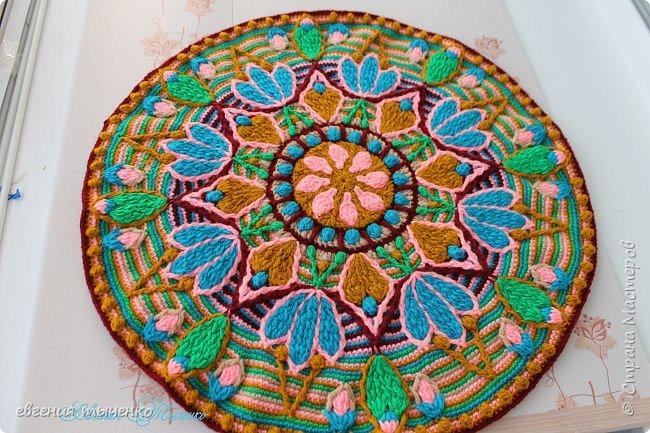 Коврик-мандала, связан в технике Overlay Crochet, нитки полушерсть, размер 70 см
