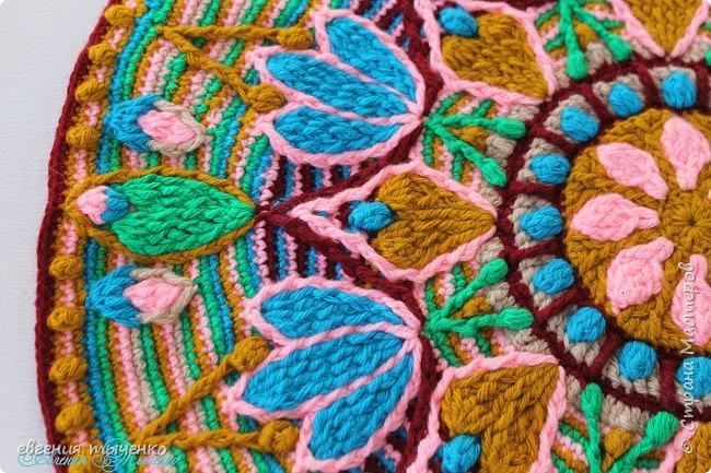 Коврик-мандала, связан в технике Overlay Crochet, нитки полушерсть, размер 70 см фото 5