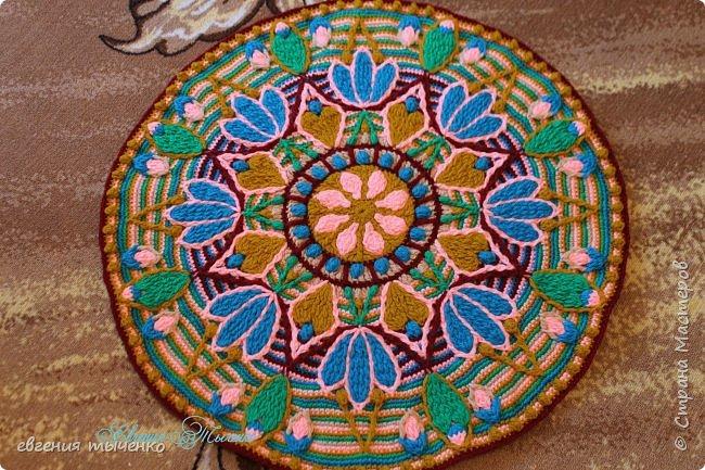 Коврик-мандала, связан в технике Overlay Crochet, нитки полушерсть, размер 70 см фото 6
