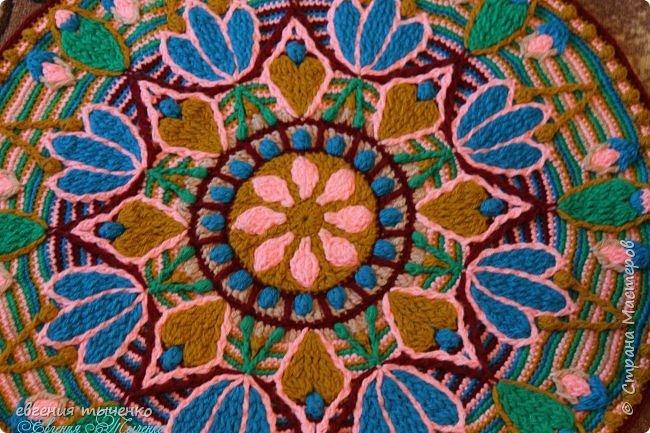 Коврик-мандала, связан в технике Overlay Crochet, нитки полушерсть, размер 70 см фото 2